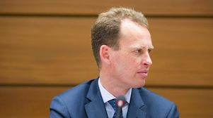 Banks should be legally bound on climate plans, ECB's Elderson says