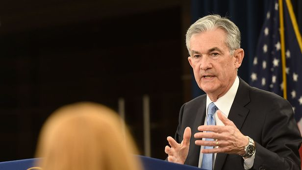 Federal Reserve bans own officials from trading